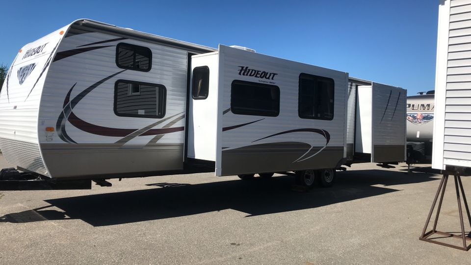 2013 Hideout 38' Park model with Bunks